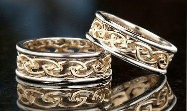 48b8b38c0545 Обручальное кольцо из белого и желтого золота от WickerRing купить в ...