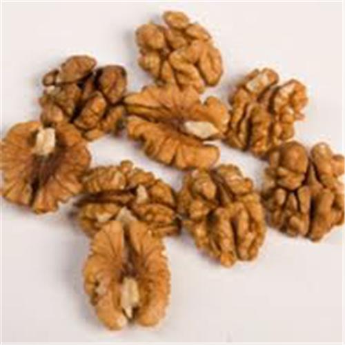 Половинка грецкого ореха чищенного (фракция ½) янтарь