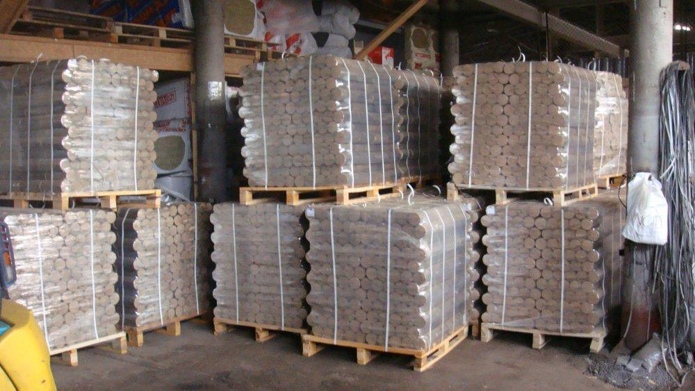 Fuel briquettes from oak NOVINKA diameter are 95 mm, length is 250 mm