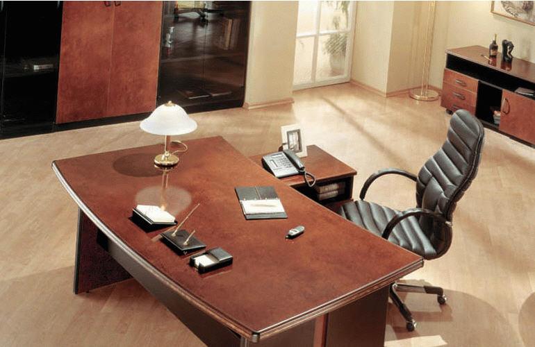 Рабочие столы – классификация офисной мебели