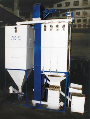 Линия ЛК-5 модель ЭМ.0128 для приготовления полнорационных комбикормов из зерновых и бобовых культур с мучнистыми белково-витаминными добавками для кормления рогатого скота, свиней, овец и птиц.