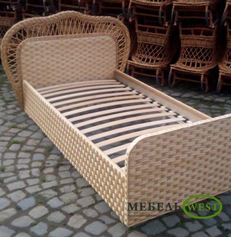 Плетеная кровать из натуральной лозы