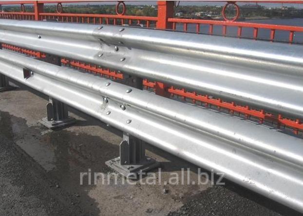 Металеві дорожні огородження бар'єрного типу