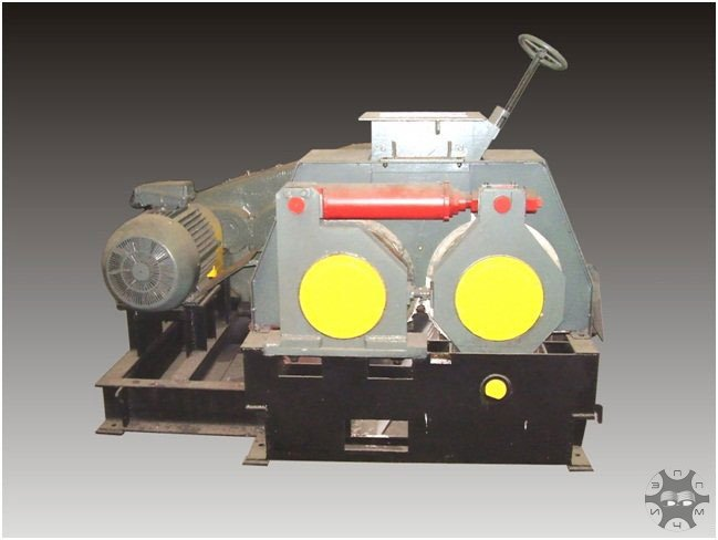 Press roller briquetting of high-fire clay, waste iron and steel and coal industries