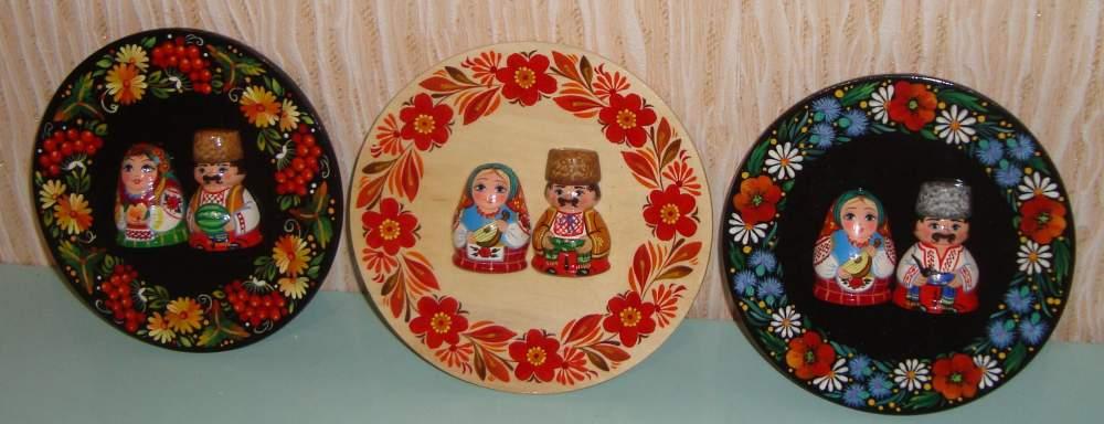 Тарелки расписные, сувенирная продукция, различные персонажи.