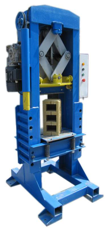 """Электромеханическая гильотина. Для раскалывания строительных блоков (""""колотый/рваный камень"""") либо подрезки готовой продукции. Высота до 300 мм. Цикл 40 сек. Усилие 20 т."""