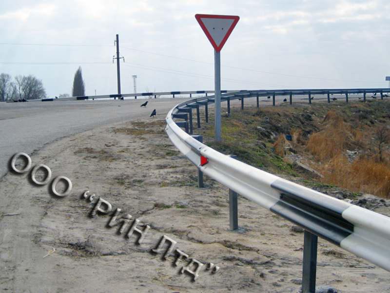 Огорожі дорожні бар'єрного типу під радіус