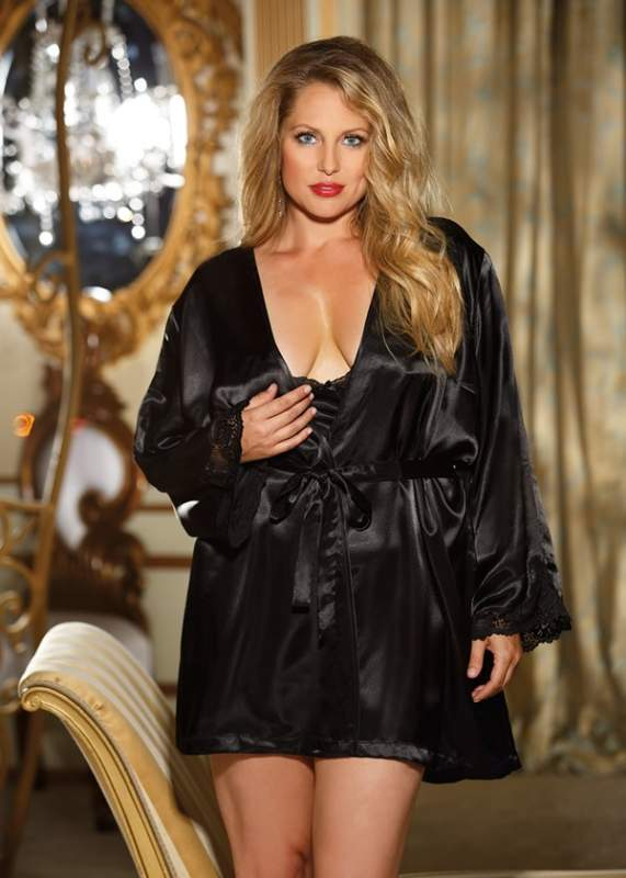 Сексапильный халатик и сорочка с кружевной отделкой большого размера
