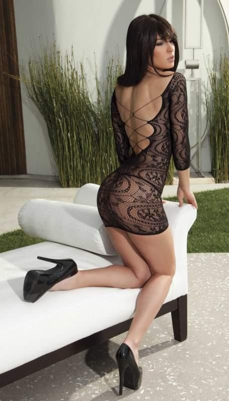 Эластичное мини – платье с рукавами.