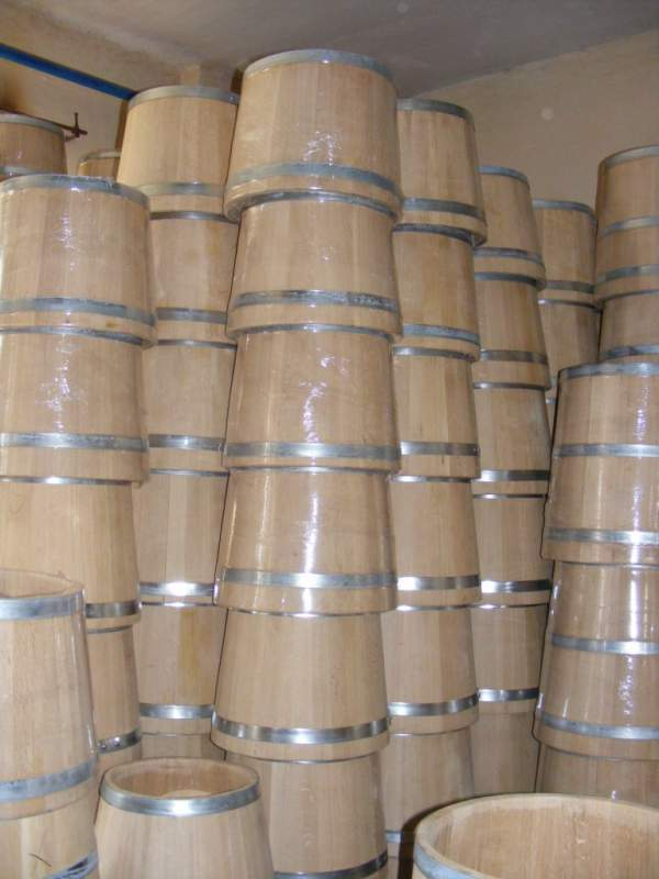Buy Wooden tubs, flanks, kegs, tubs and a tub