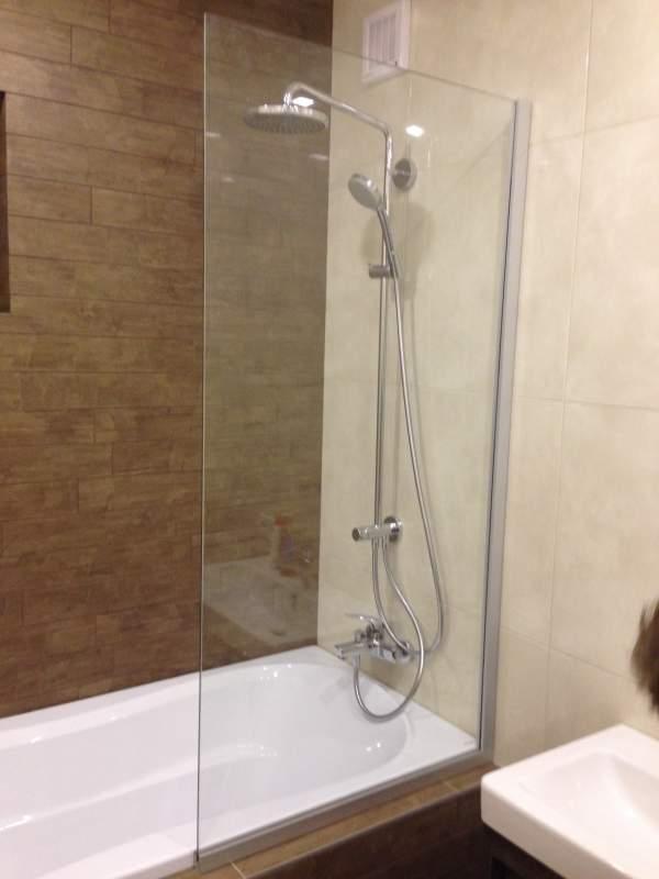 Штора для ванной стеклянная