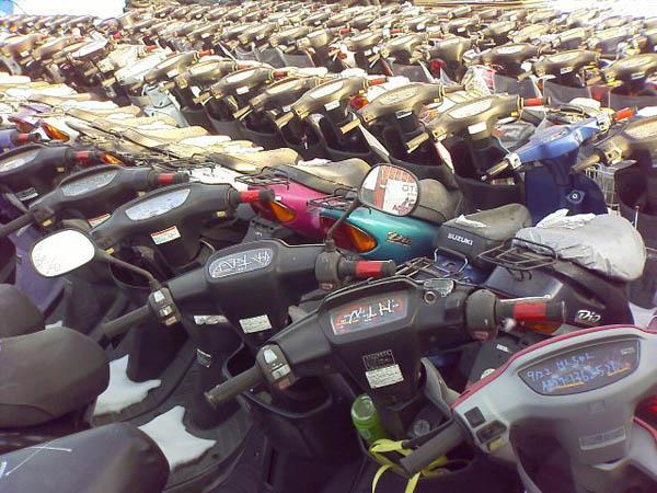 Мотоциклы находятся также в разделах: чем отличается мопед от скутера.