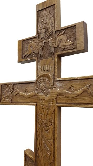 Крест дубовый резной с распятием