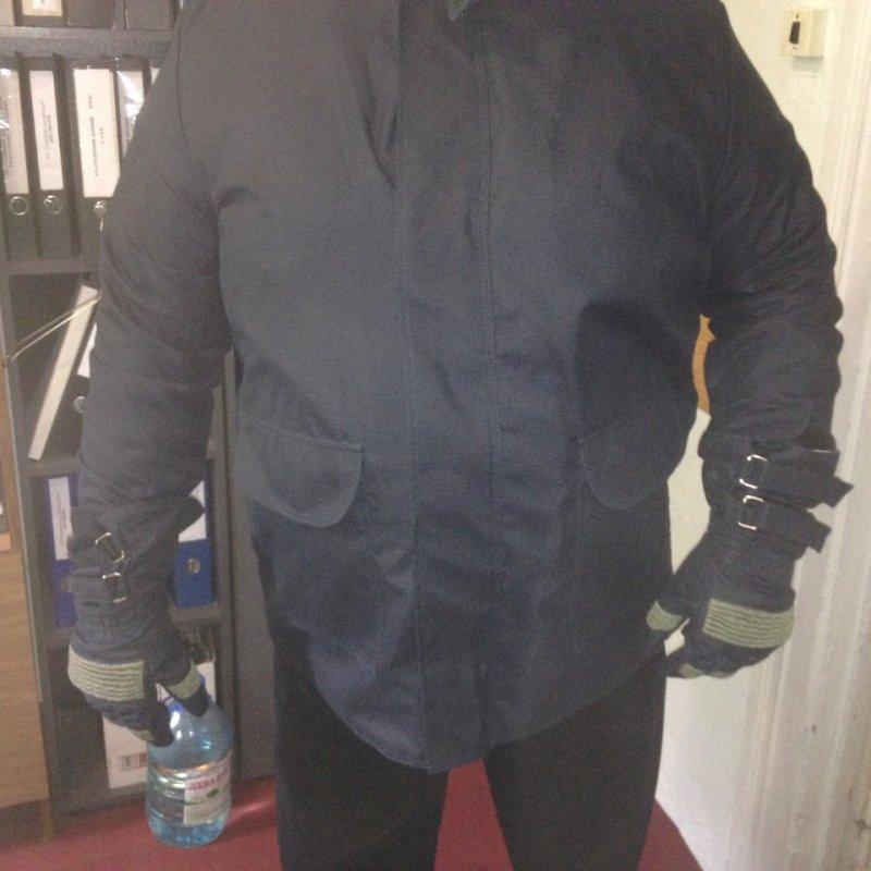 Купить Огнестойкая куртка и перчатки. Огнестойкий костюм. Куртка печника. Куртка защищающая от огня. Куртка и перчатки защита от огня.