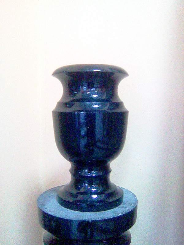 Купить вазу из гранита на памятник Мемориальный комплекс из двух видов гранитов Звенигово