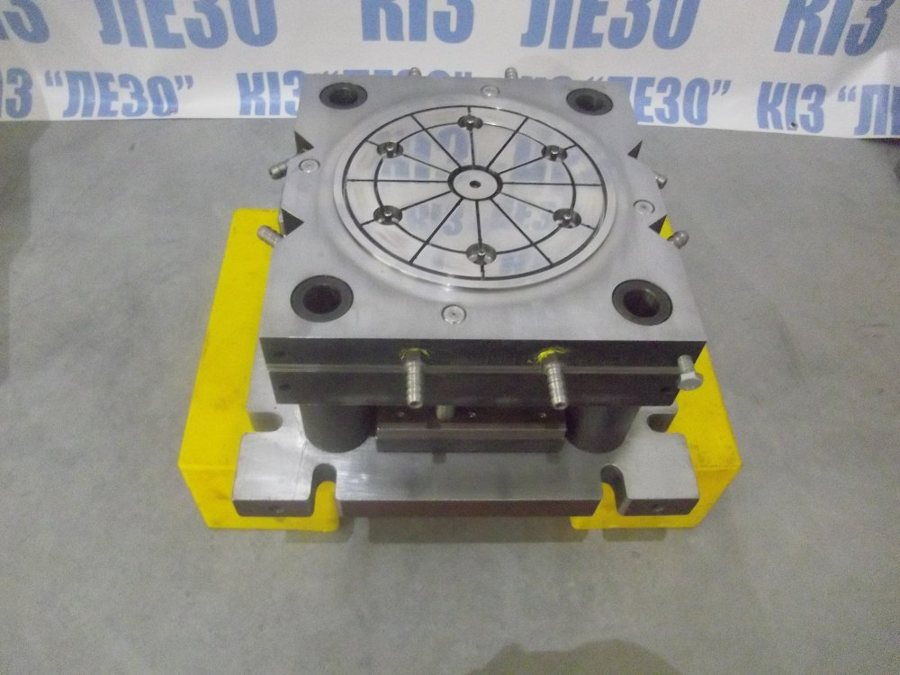 Buy Compression mold for molding of plastic under pressure