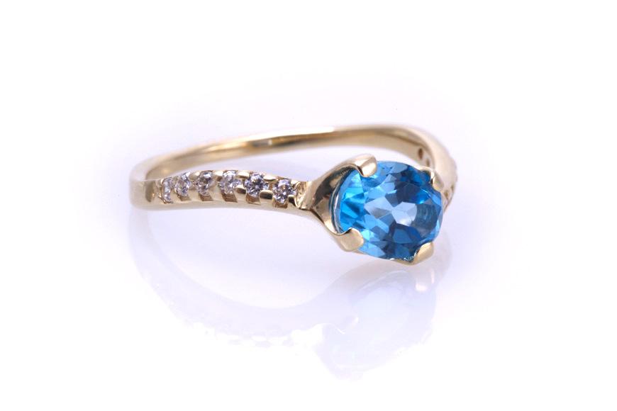 Кольцо золотое с голубым топазом Артикул: К024