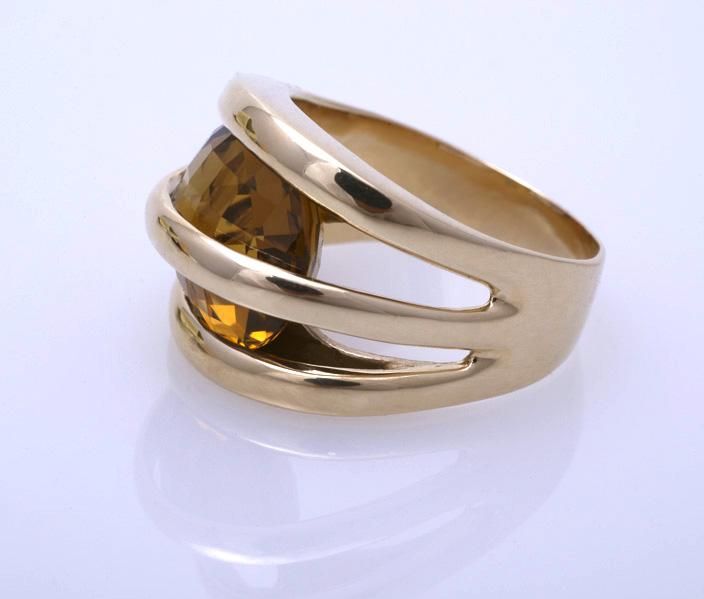 Кольцо золотое с топазом Артикул: К022