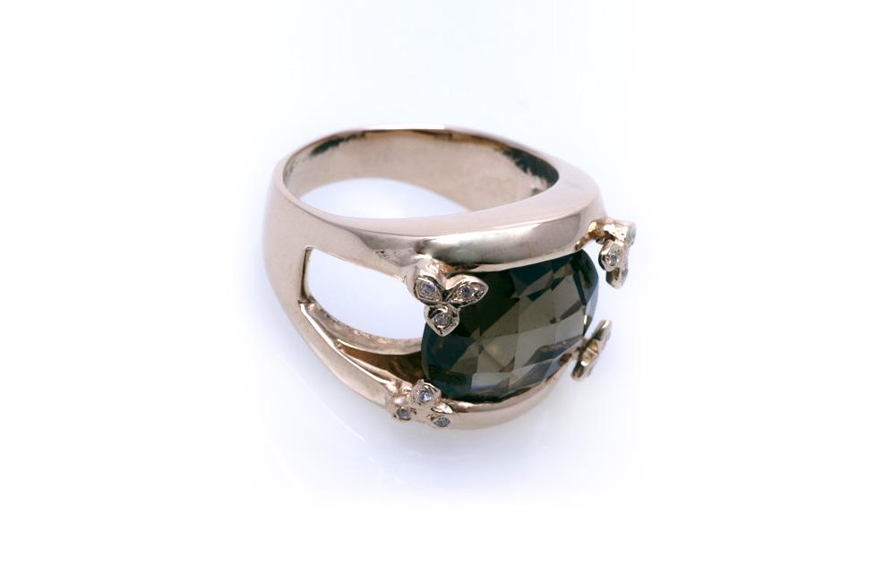 Кольцо золотое с топазом Артикул: К066