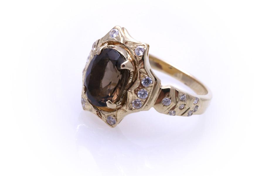 Кольцо золотое с топазом Артикул: К013