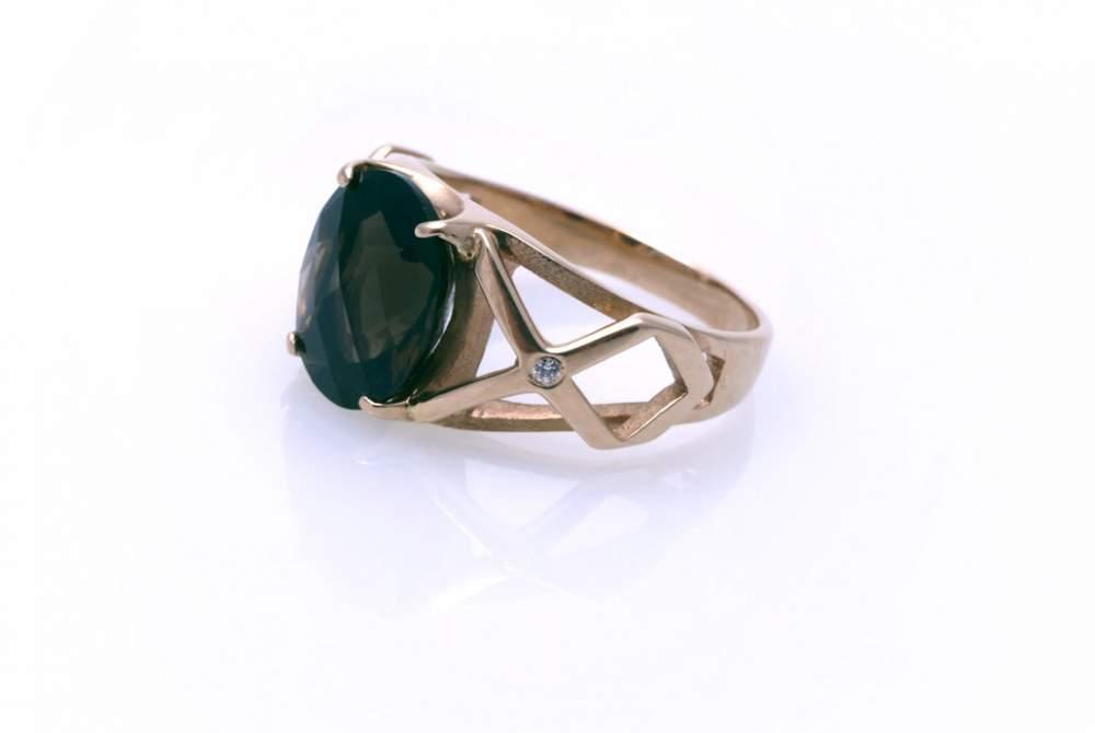 Кольцо золотое с топазом Артикул: К046