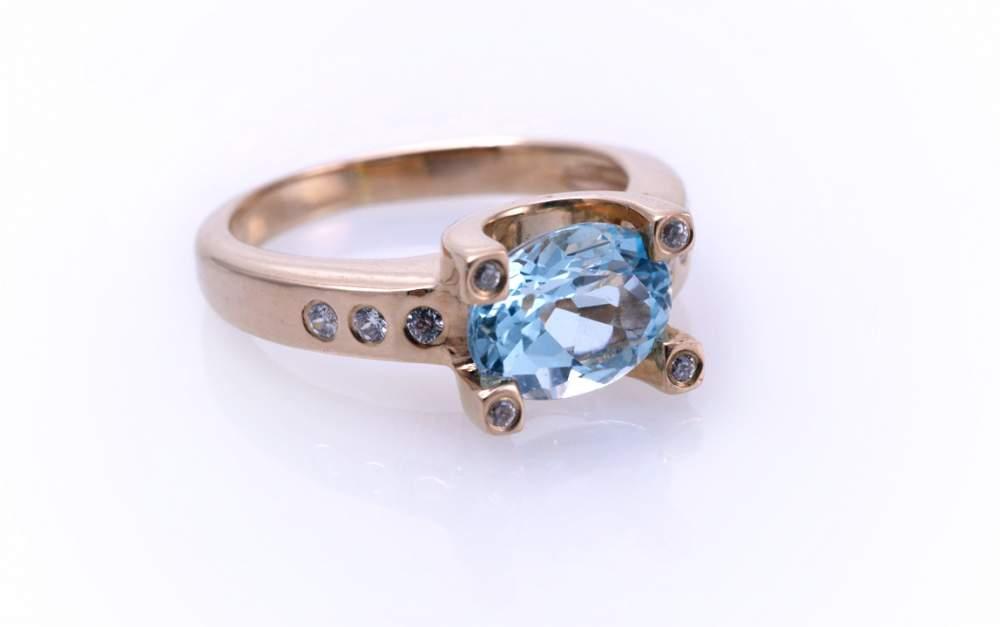 Кольцо с голубым топазом Артикул: К001