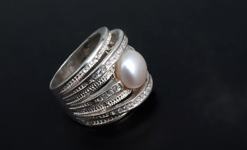 Серебряное кольцо с жемчугом Артикул: К136