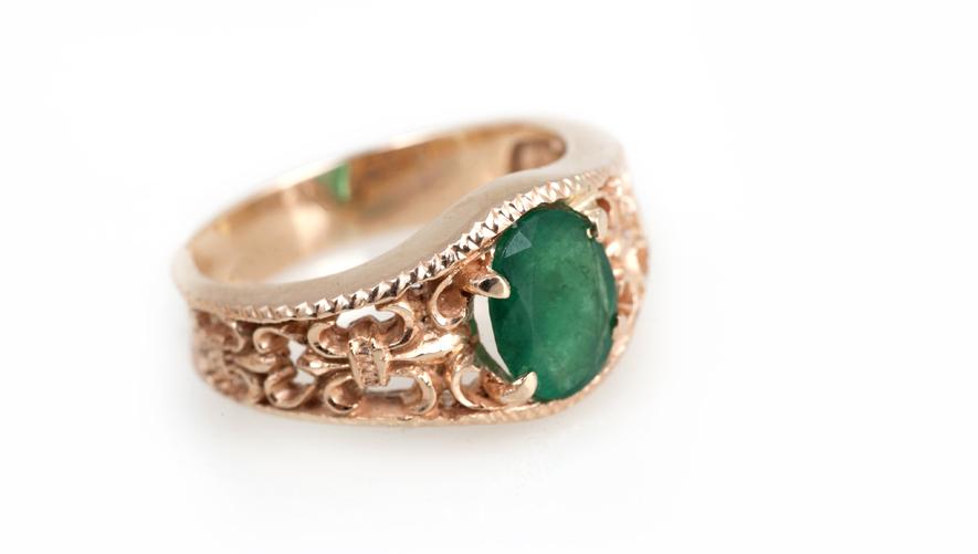 Эксклюзивное золотое кольцо с изумрудом Артикул: К116