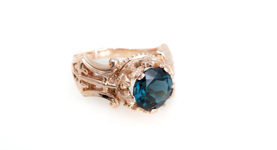 Эксклюзивное золотое кольцо с Лондон-топазом Артикул: К126