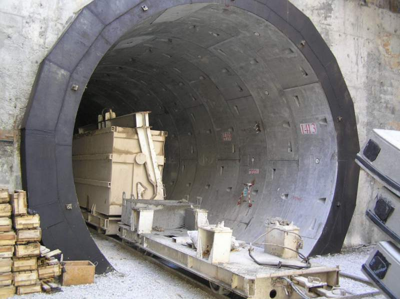 Timbering tunnel - the Autonomous tunnel timbering for construction of tunnels