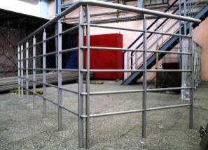 Купить Изделия из нержавеющей стали: балконные и лестничные ограждения, балконные перегородки, двери, декорация порталов лифтов, светильники, элементы декора и пр.