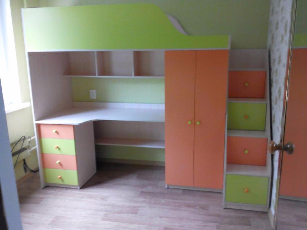 кровать чердак с рабочей зоной шкафом и лестницей комодом кл5