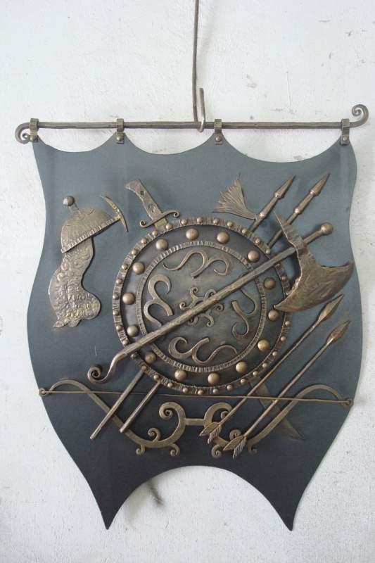 Кованый герб семьи фото