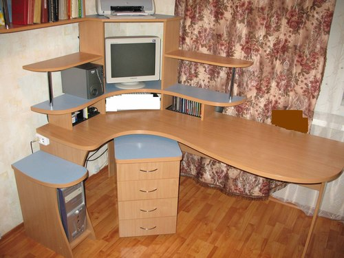 Столы угловые компьютерные