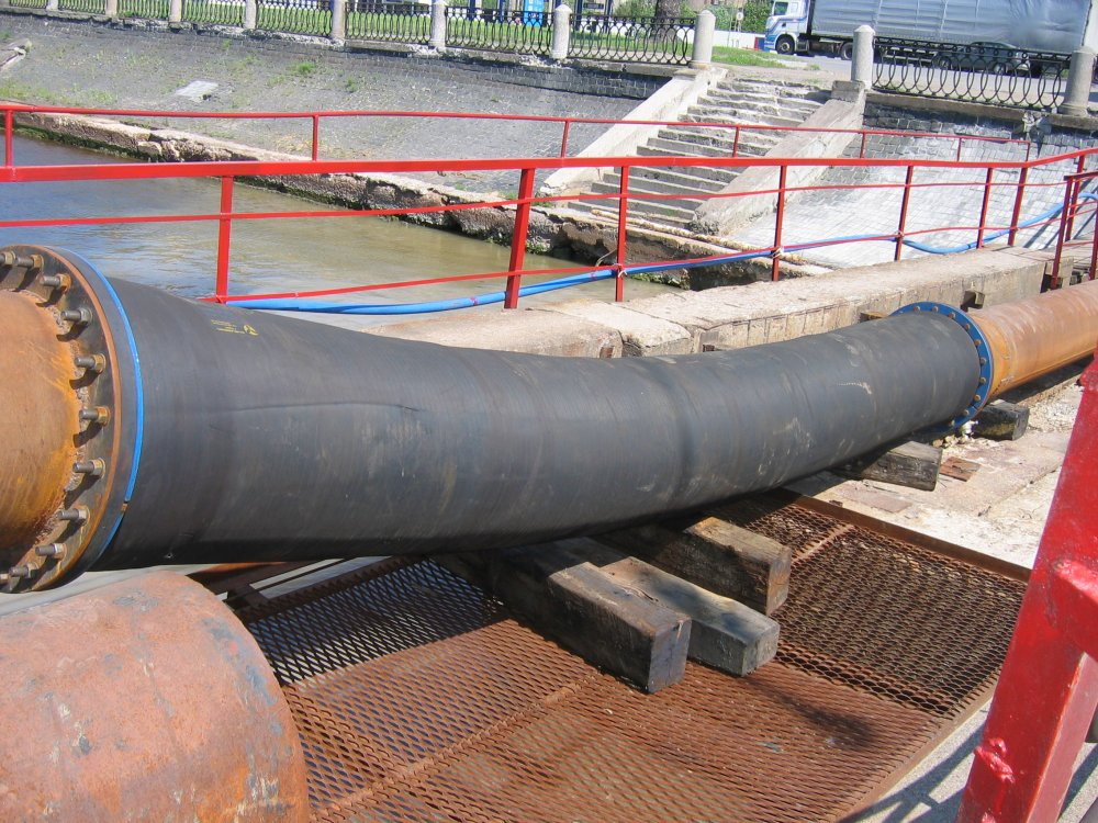 Pipe on vsas the dredge