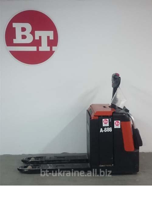 Купить Б/у электрическая тележка BT LEVIO LPE240 с платформой для оператора