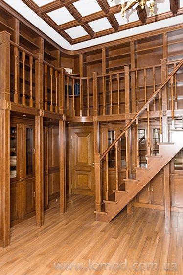 Деревянный книжный шкаф. Библиотека.