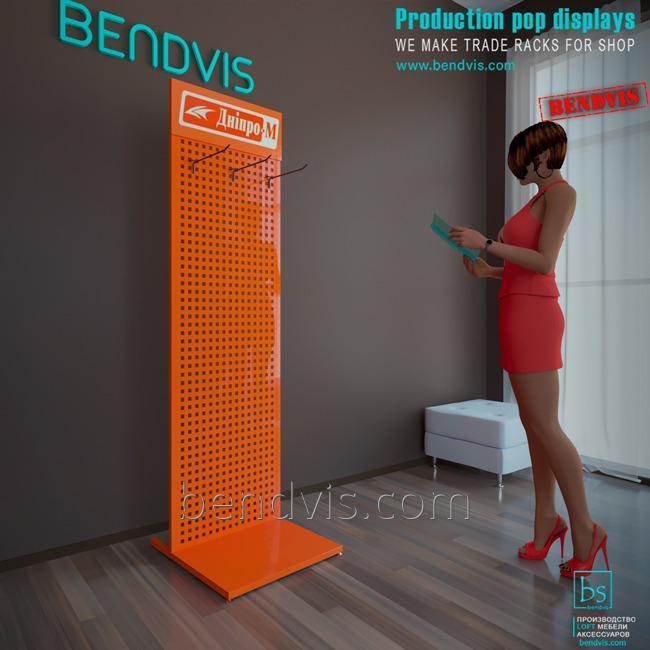 Kaupallisia laitteita seisoo Dnipro M