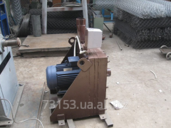 Crusher with pneumo giving of a produc