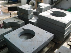 Fire-resistant plates for induction furnaces.
