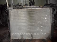 Радиатор основной бензиновый мотор Мерседес