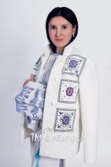 Вышитое пальто женское