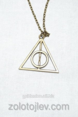 Chain with a pendent Deathly Hallows