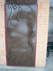 Doors are metal shod