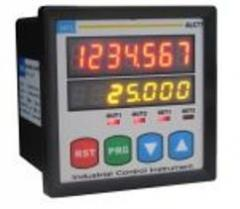 Digital indicator of the sensor of linear