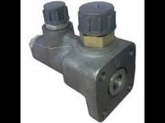 Клапан деления потока Т40М1-3405190. Клапан потока со штуцерами Т30-3405190