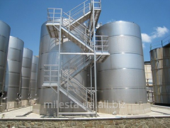 Capacities for storage of liquid and loose