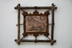 The wooden hinged shelf, frame, decorative objects