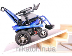 Folding aluminum ramp (stage) for wheelchairs of