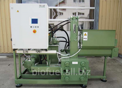 Briquetting machine
